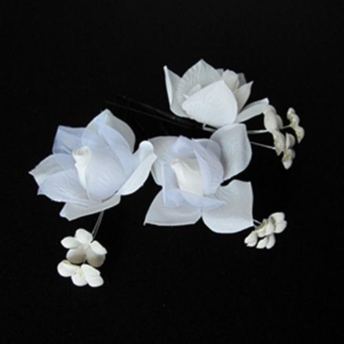 3個セットのお花の商品です大小それぞれの花の印象が揺れ動く 代引き不可 ☆送料無料☆ 当日発送可能 3つの花の組み合わせしだいでアレンジができます お花の髪飾り三個セット