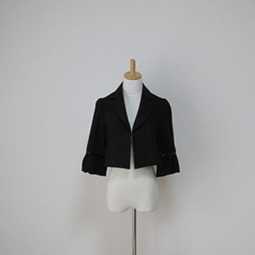 七分ワイド袖ジャケット 最新号掲載アイテム 大きめな襟元がシックな印象にまとめてくれます 長く使えて便利なジャケット 通勤にオススメです 送料無料 ワイド袖ジャケット JR 100%品質保証