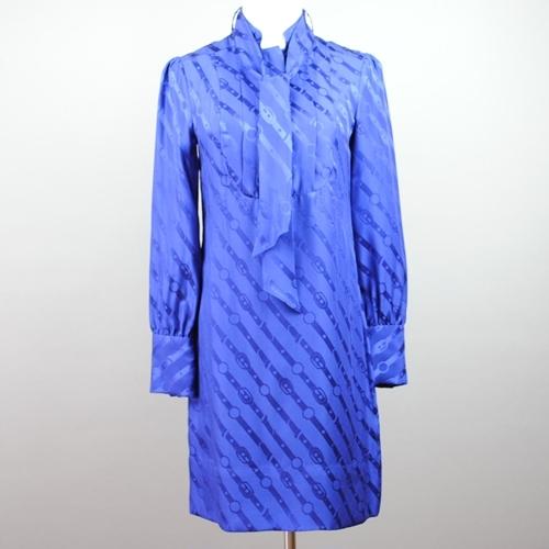 25%OFF Seasonal Wrap入荷 クラシカルな魅力を放つヴィンテージライクなネクタイシャツワンピースは 柔らかな絹素材で女性らしい揺らめきをアピール 細ベルトでよりナチュラルな雰囲気で着こなせます 中古 REPUBLIC チェーン柄ネクタイ風シャツワンピース BANANA