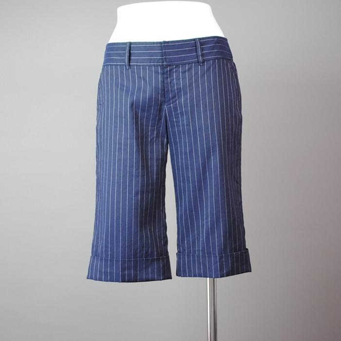 紺地に白いストライプヒップと足のラインをすっきりさせ ワイシャツに鮮やかなストールに合わせると 格好いい女に変身 中古 DRESSING ショップ 入荷予定 BODY ハーフパンツ Deluxe