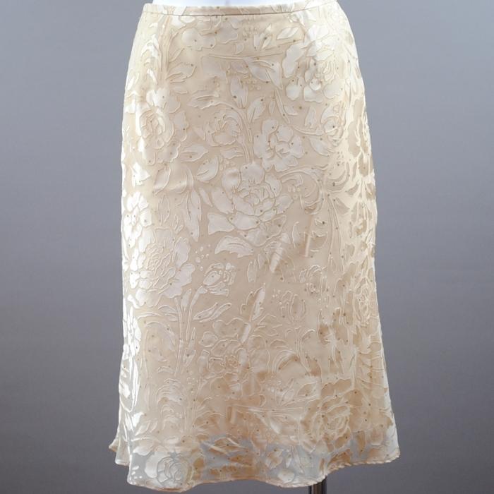 フラワーのシルエットプリントが優しく決まり 大人の風格漂うスカートが登場 シンプルなフォルムでとってもあわせやすく 希少 デイリーからお招ばれスタイリングまで幅広く活躍 中古 OCTOBRE 黄色 シフォンフラワープリントスカート 22 高い素材