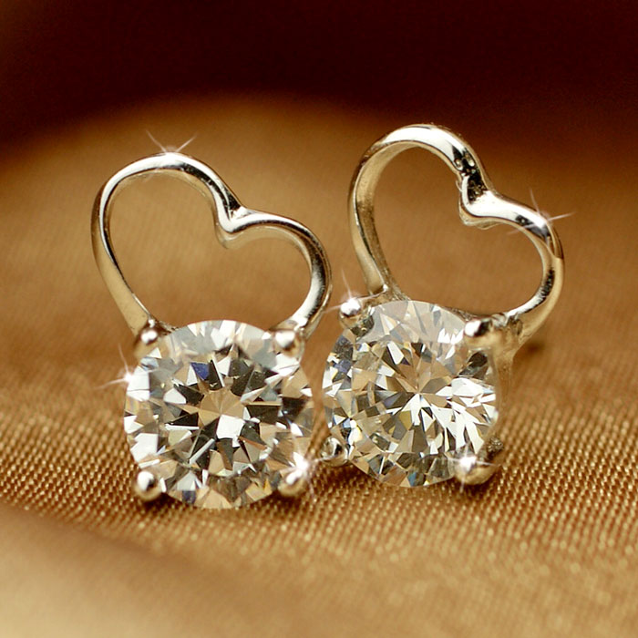 Thai Wedding Gifts: Clementia Decor: Pierced Earrings Lady's Thai Knee Heart
