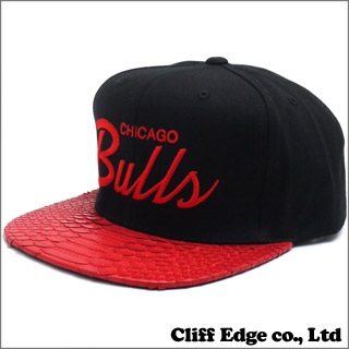 "JUST DON ""RSVP Gallery"" Mitchell & Ness Chicago Bulls Script Snapback (스냅 백 캡) BLACKxRED 250-000253-011 x"