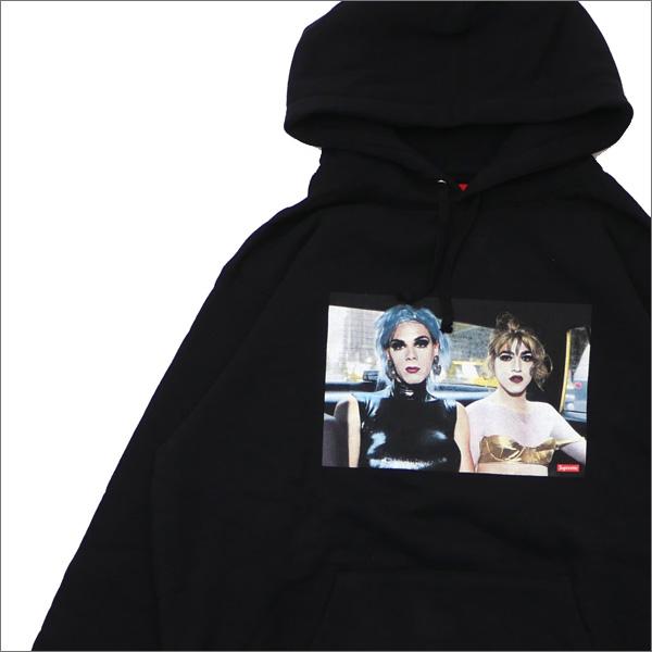 【合計15,000円(税抜)以上のお買い上げでステッカープレゼント!】 SUPREME(シュプリーム) x Nan Goldin(ナン・ゴールディン) Misty and Jimmy Paulette Hooded Sweatshirt (パーカー) BLACK 418-000320-051+【新品】
