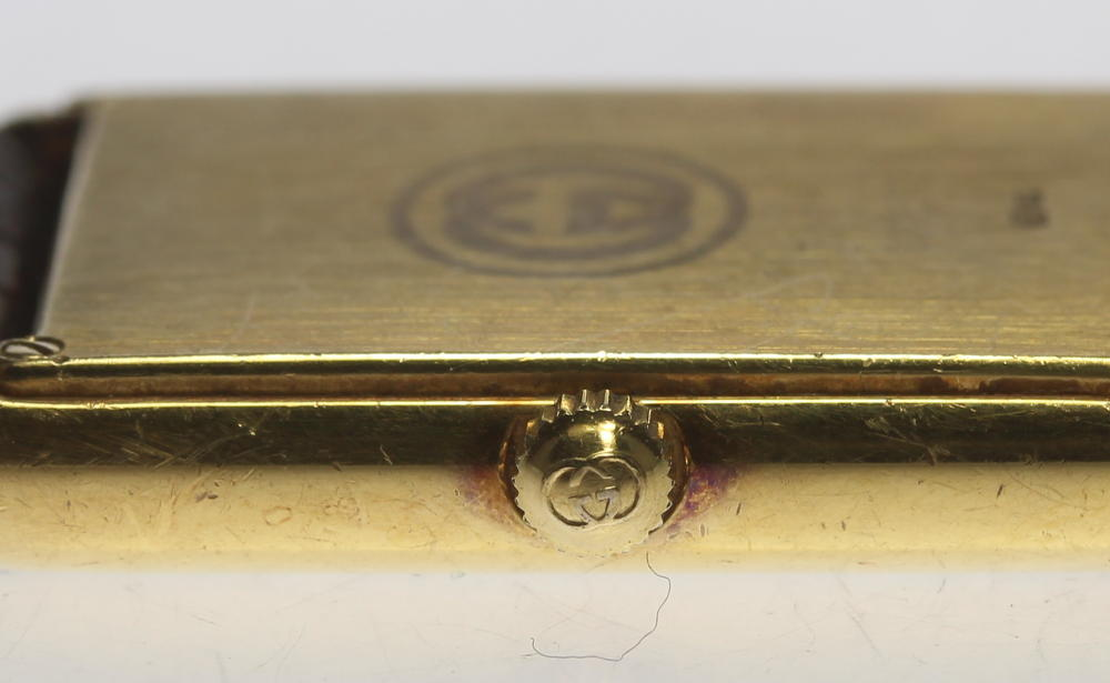 40946b48151a Gucci K18YG 710 .L white clockface QZ outside a company building leather  belt men