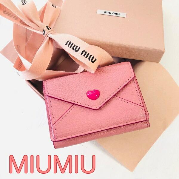 【新品■正規品■送料無料■ギフト包装無料】miumiu 箱ショッパー付きギフトにも♪ MIUMIU直営◆ハートレター三つ折りミニウォレット