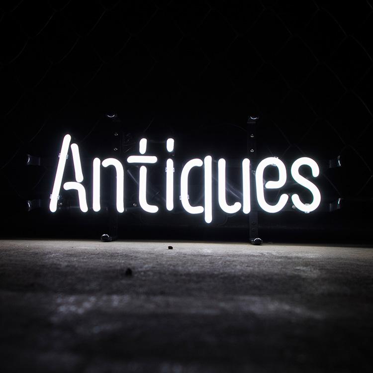 アメリカンネオンサイン Antiques アンティーク (ホワイトネオン) 縦20×横47cm レトロインテリア ガレージ 西海岸 インテリア ネオン管 店舗装飾 アメリカ雑貨