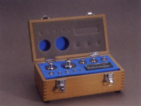 【送料無料】新光電子 円筒分銅木製製組分銅ケース M 1kg~1mg(19~25個)WC-M