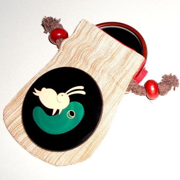 八雲塗やま本:木製魔除の御縁鏡 黒 勾玉兎 USAGI-7