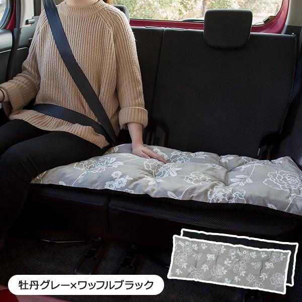 後部座席にぴったりのロングサイズ 付属のゴムバンドでくるっと丸めてたためば Seasonal Wrap入荷 リボン型クッションに 寝枕としても使えます おしゃれな牡丹の花柄 座布団 即納送料無料! 長座布団 日本製 ロングシートクッション 数量限定 クーポン配布中 牡丹柄 アウトレット価格でお得 リバーシブル