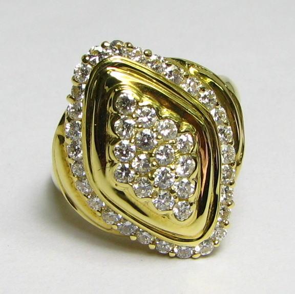 大粒ダイヤモンドのパヴェタイプ・菱型・豪華なダイヤリング0.90up K18YG・PG・WG 大振り 送料無料 品質保証書付