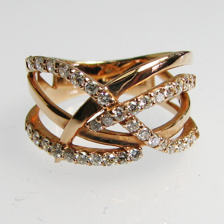 ラインを組み合わせた美しいダイヤモンドのリング K18PG・YG・WG  送料無料 品質保証書付