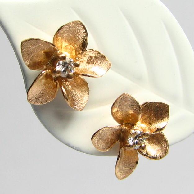 キラキラ輝く花のピアス・ダイヤモンド0.07ct K18WG/YG/PG ハワイアン プレゼント