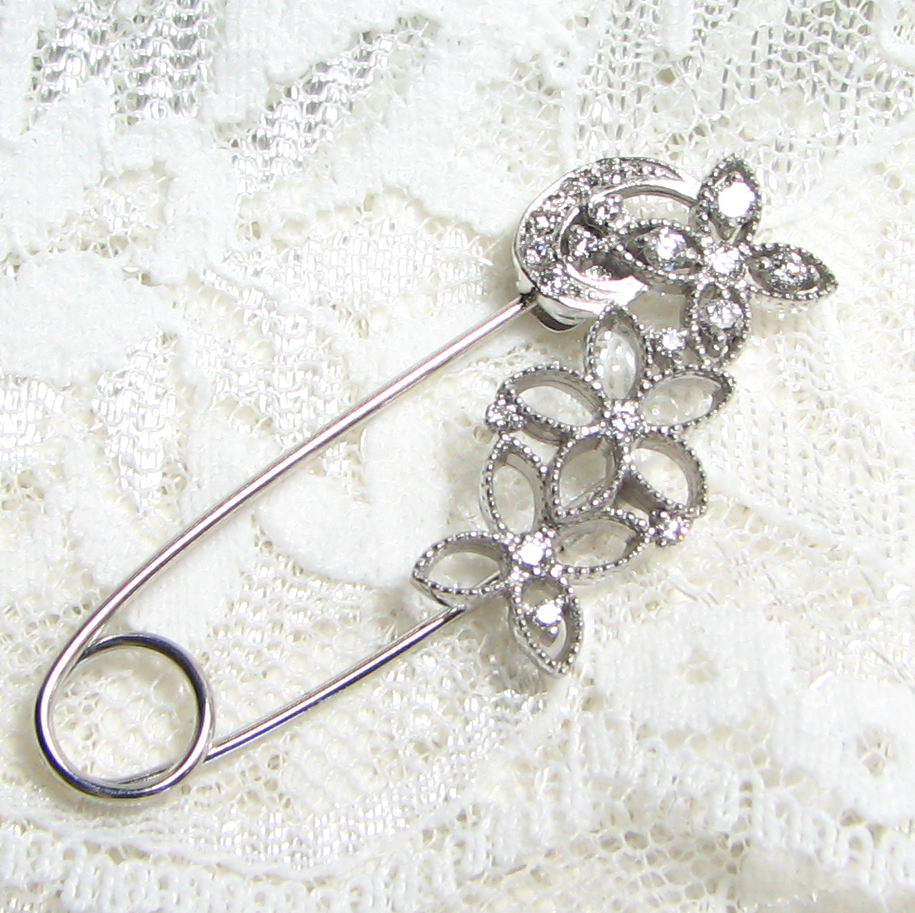 七宝デザインのダイヤモンドブローチ・安全ピンタイプ K18 送料無料 品質保証書付