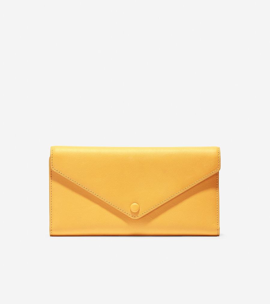 コールハーン Colehaan ウイメンズ バッグ & アクセサリー 財布 & ポーチ フラップ トライフォールド エンベロープ ウォレット womens U04225 ナゲット ゴールド