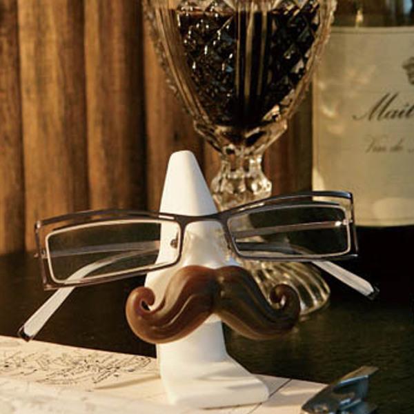 つい置きたくなる鼻型のメガネスタンドで キャンペーンもお見逃しなく 置き忘れを防止 眼鏡スタンド グラスホルダー マスタッシュ 髭 ダルトン DULTON メガネ 眼鏡 スタンド 再入荷 予約販売 ホルダー 鼻型 サングラス 鼻 めがねスタンド 1本用 王様のひげ 3980円以上送料無料 ひげ 眼鏡置き メガネ収納 卓上 めがね メガネ置き 老眼鏡