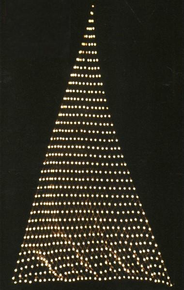 ゴールド 壁や天井に張ったり、木に巻きつけたり様々な使い方が可能 ★クリスマスイルミネーション★LEDスリーポイントネットライト