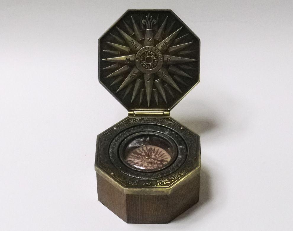 新大陸発見?ヘミスフェリウム カルダン式マリーンコンパス