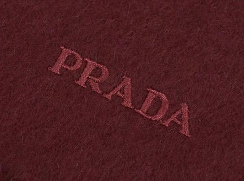 3ef39d8814d8 ... プラダマフラーUSC128カシミア/ウール無地BORDEAUXボルドーロゴ刺繍 ?