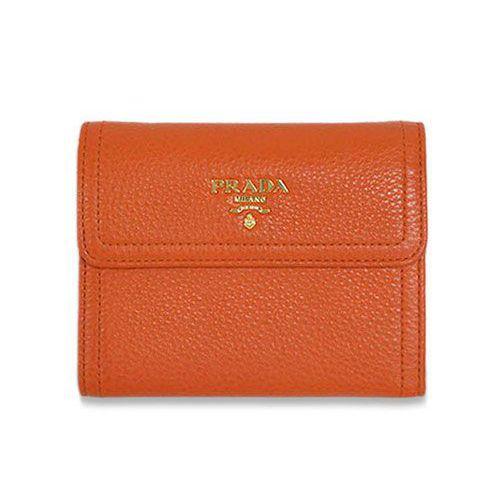プラダ 財布 アウトレット 三つ折り ヴィテッロ ダイノ 1 PAPAYA パパヤ パパイアオレンジ ゴールドロゴ 1M0170