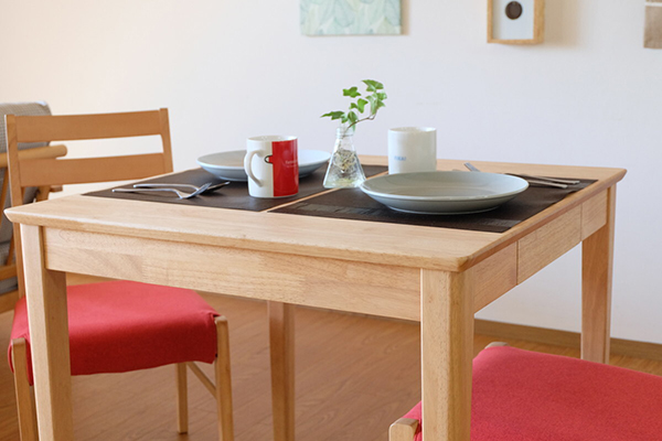 送料無料 ダイニングテーブル 単品 幅75cm ナチュラル 無垢材 収納 2人掛け 2人用 木製 食卓テーブル 机 作業台 カフェ 食事 北欧 ミッドセンチュリー モダン おしゃれ 西海岸 シンプル 高級感