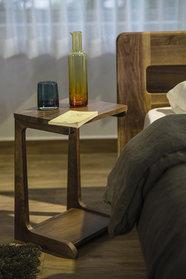 送料無料 サイドテーブル 幅36cm オーク無垢材 完成品 ナイトテーブル 木製 コンパクト ベッドサイドチェスト ソファーサイドテーブル 花台 おしゃれ ミッドセンチュリー シンプル モダン 高級感ナチュラル北欧
