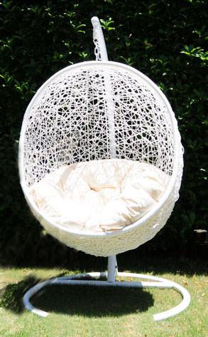 送料無料 ハンギングチェアー ラタン家具 ハンギングチェア 球型 真っ白 ホワイト 吊り椅子 1人掛け 椅子 イス チェアー リゾート スイングチェア リラックスチェア ゆりかご おしゃれ