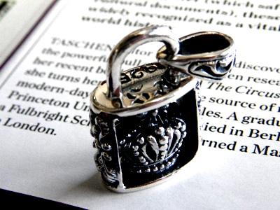 에서의 흥미로운 시리즈 크라운 Padlock = 자물쇠 펜 던 트 S&A 실버 펜 던 트 목걸이 자물쇠 열쇠 Padlock 자물쇠 고딕 계 silver95 실버 925 고급 실버 남성 액세서리