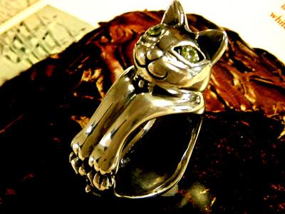 ネコ好きなら絶対ハマルファニーキャットリング【ペリドット】ネコグッズ ペリドッド パワーストーン リング ネコ 指輪 シルバー アクセサリー アニマル 動物 12sp