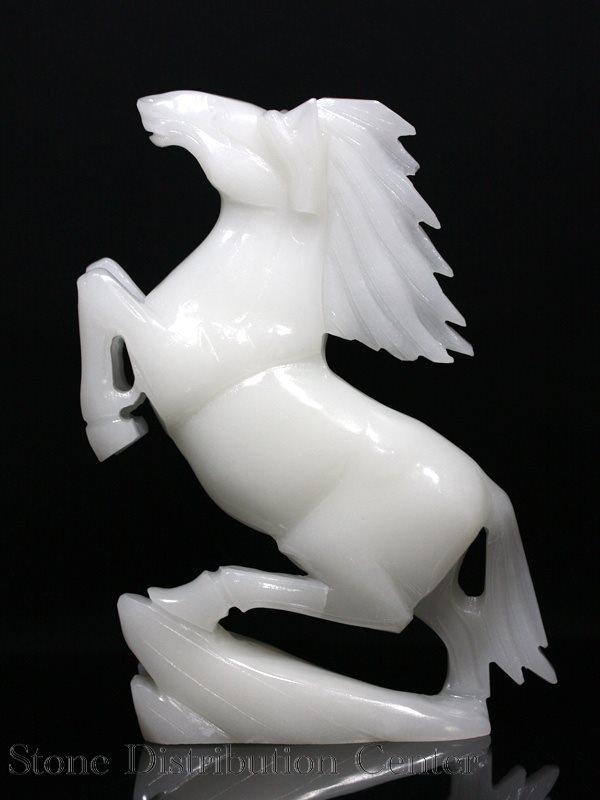 ☆高品質☆【彫刻置物】跳ね馬 ホワイトジェード (台無) ※DM便・ネコポス不可※【あす楽対応】 【パワーストーン 天然石 アクセサリー】