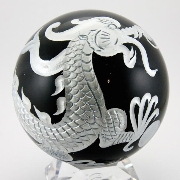 【彫刻置物】丸玉 オブシディアン約100mm 五爪龍 鳳凰 四神獣(銀彫り) 【パワーストーン 天然石 アクセサリー】