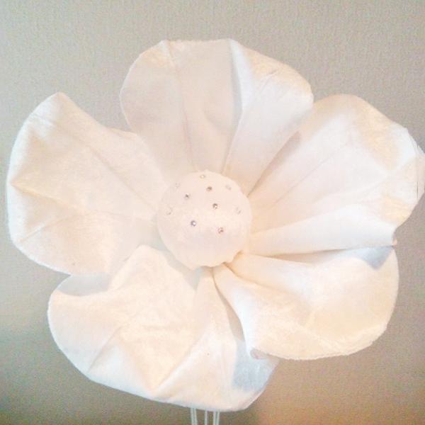 ロイヤルジュエリーフラワー ベロアタイプホワイトS 演出 フラワー ビッグフラワー 造花 アイテム 結婚式 二次会 パーティー ウェディング