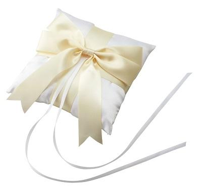 結婚指輪の交換の時まで指輪を置いておくリングクッションブライダル 結婚式 リングピロー 洋 リボン 完成品 指輪交換 リングピロー アイボリー※箱なし 訳ありブライダル 結婚式 リングピロー 洋 リボン ウェディング ウエディング