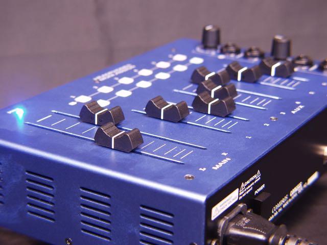 COM 1805高性能レコーディングモニターキューシステム