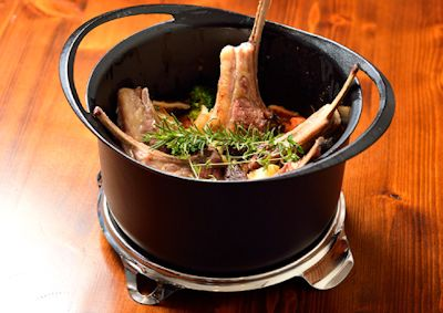 あの魔法のフライパンと同様のダクタイル鋳鉄を使用。KOMIN 極薄鋳物鍋 両手鍋22cm