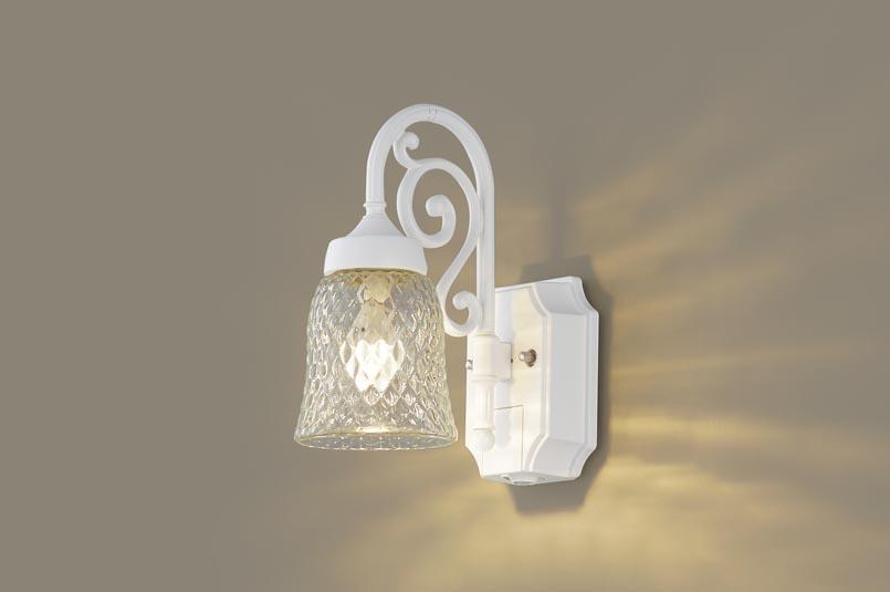 【最安値挑戦中!最大24倍】パナソニック LGWC85203WK ポーチライト 壁直付型 LED(電球色) 密閉型 防雨型 センサあり ホワイト [∀∽]