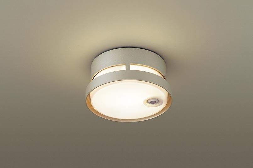【最安値挑戦中!最大25倍】パナソニック LGWC56020YF ポーチライト 天井直付型 LED(電球色) 防雨型 FreePaお出迎え 点灯省エネ型 明るさセンサ付 プラチナメタリック