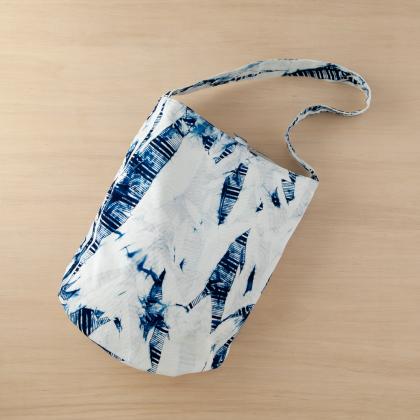 天然灰汁藍染 バッグ トートバッグ 肩掛け ボタン付 内ポケット おしゃれ 藍 インディコ 青 夏 かわいい 伝統 染色 天然 自然 吸水 布 綿 和【母の日】
