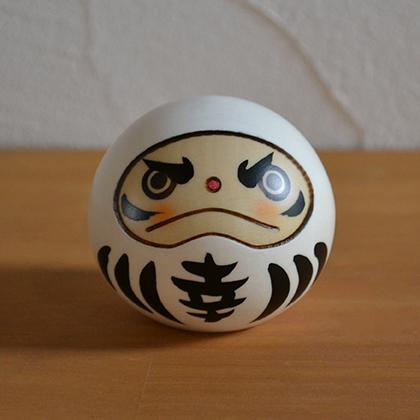 昭和25年から、群馬県で制作されている創作こけしです。(kokeshi)(japanese doll)(和雑貨) 卯三郎こけし 幸福だるま 白 伝統 こけし 創作こけし 民芸 日本製 人形 木 置物 だるま 達磨 ダルマ 縁起物 七転八起 達磨大師 座布団 ミニ かわいい おしゃれ 手作り 和 雑貨 和雑貨 和小物 デザイン 職人 お土産 日本土産 インテリア Japanese doll