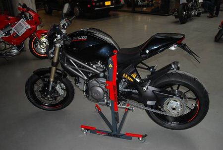 Bike-Tower: Ducati Monster 1100 Evo