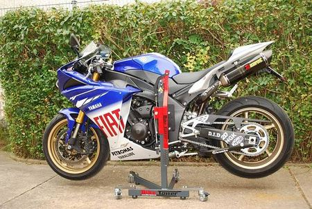Bike-Tower: Yamaha R1 (RN22)
