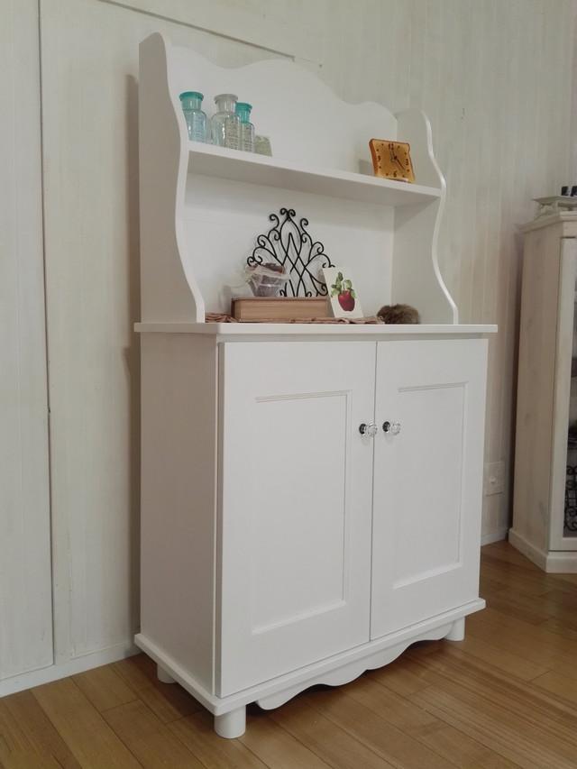 ホワイト ウェーブ キャビネット 飾り棚 食器棚 ハンドメイド キッチンキャビネット