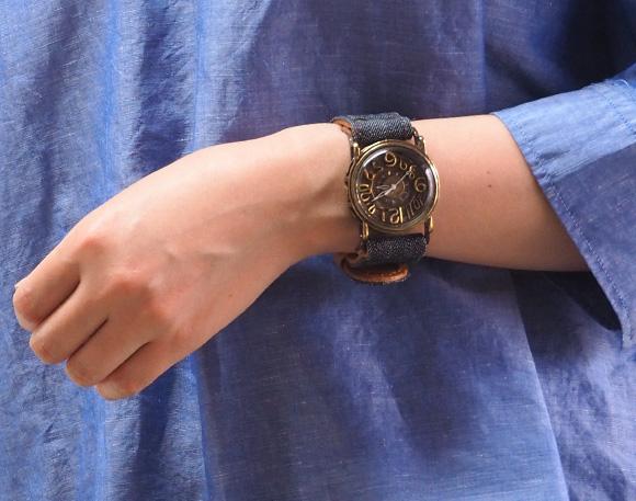Mari Goto (모 고토) 손수 만든 시계 ~ J-공예 카페 한정 데님 * 가죽 콤 비 벨트 시계 작가 ・ 고토 麻理 씨의 핸드메이드 시계 핸드메이드 시계 맨 즈 ・ 레이디스 색상을 선택할 수 있는 가죽 벨트 황동 앤틱 스타일 심플 일본 업체 국내 생산