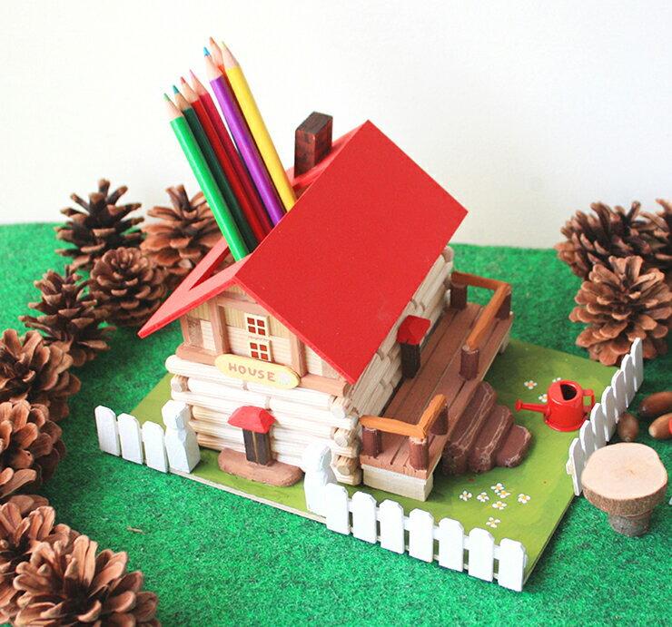8種類のデザインからひとつ選んで 自分だけの夢のログハウスを作ってみよう 鉛筆立てや貯金箱に 大量購入のご相談もどうぞ 工作キット ログハウス工作キット 家型の貯金箱やペン立てが作れる手作りキット 木工工作 手作り工作キット 小学生 幼稚園 夏休みの宿題 レビューを書けば送料当店負担 幼児 女の子 高齢者 子供会 中学生 男の子 メーカー在庫限り品 大人 低学年 夏休み自由研究 高学年