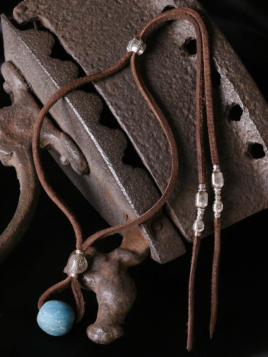 カレン 族 シルバー 1400年以上前 アンティークビーズ 水色 鹿革紐 ネックレス メンズ レディース フリーサイズ
