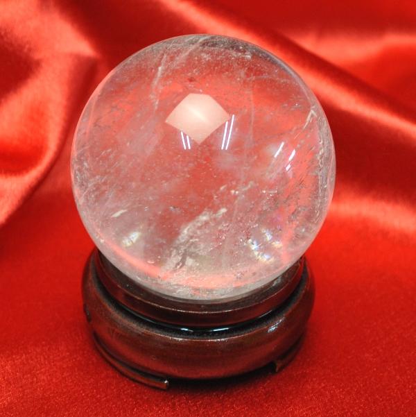 【ブラジル産水晶球】 完全天然本水晶玉(自然なクラック入り)重さ292g 直径5.8cm ◆写真現品販売 置物用木製台座付き