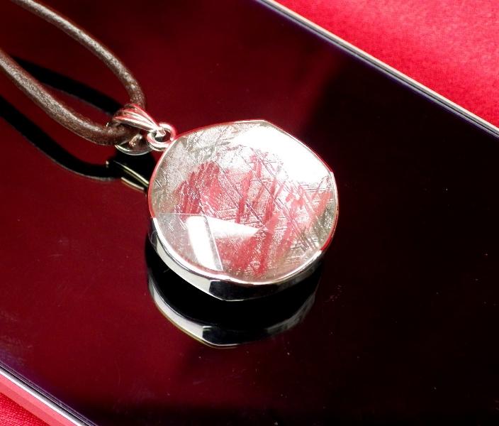 【直径19mm】ギベオン隕石メテオライトペンダント(ヘキサグラムカット・直径19mm 厚さ8mm 重さ9g シルバー 完全天然ギベオン使用)茶色本革製ネックレス付