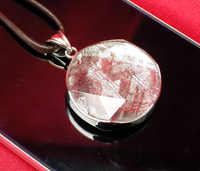【直径26mm】ギベオン隕石メテオライトペンダント(ヘキサグラムカット・直径26mm 厚さ9mm 重さ12g シルバー 完全天然ギベオン使用)茶色本革製ネックレス付