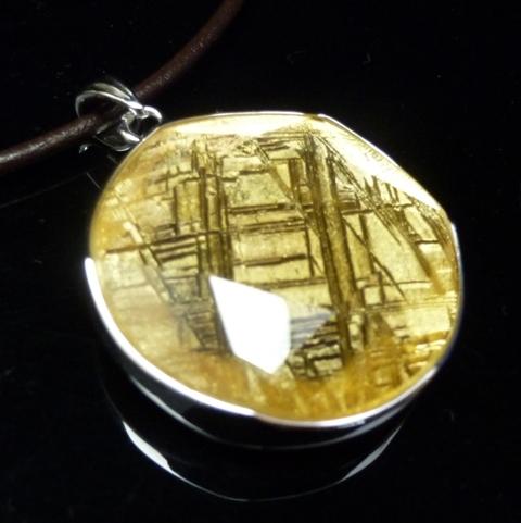 <希少限定品>【直径31mm】ギベオン隕石メテオライトペンダント(ヘキサグラムカット・直径31mm 厚さ8mm 重さ15g ゴールド 完全天然ギベオン使用)茶色本革製ネックレス付