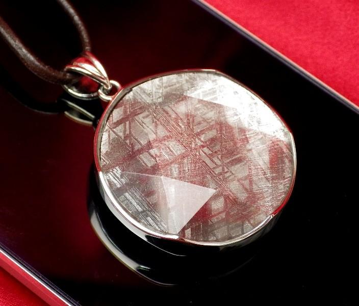 【直径36mm】ギベオン隕石メテオライトペンダント(ヘキサグラムカット・直径36mm 厚さ8mm 重さ21g シルバー 完全天然ギベオン使用)茶色本革製ネックレス付